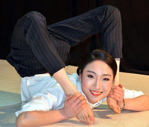 来自安徽的24岁柔术美女刘藤在为某真人秀节目录制