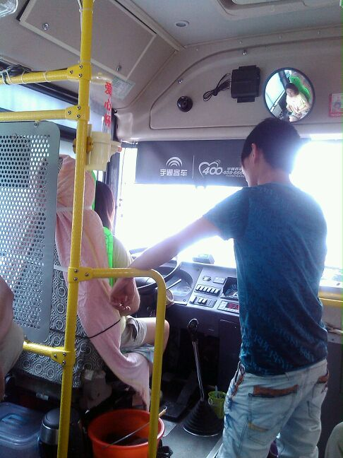 62公交车司机 美女