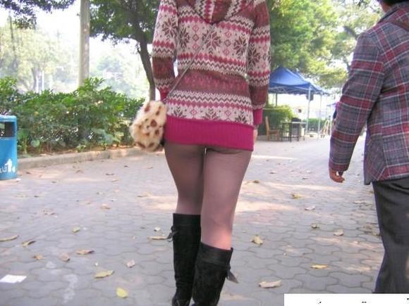 拍没穿内裤的丝袜少女