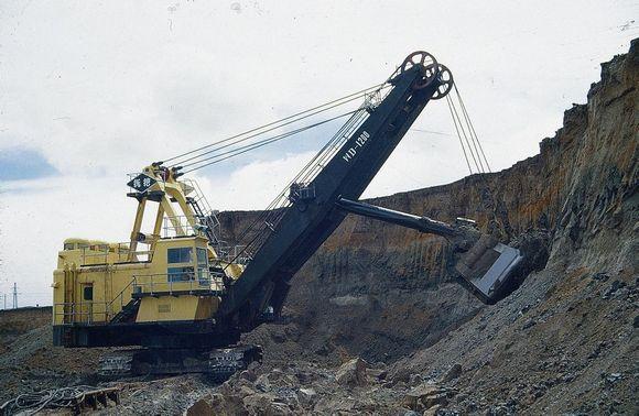 电铲,机械挖掘机,矿用电动挖掘机与液压挖掘机的区别图片