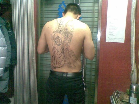 纹身讲究好多,谁敢在背后纹观音?_安吉吧_百度