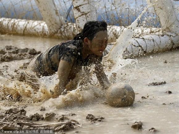 国人世界杯奇闻:女子跪地求饶