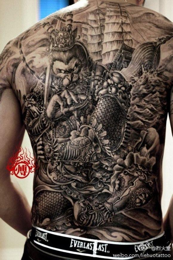 拜求斗战胜佛满背纹身图片