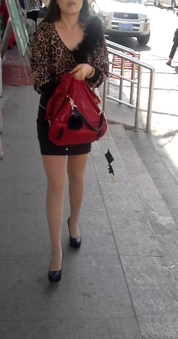 短裙肉丝美腿高跟墨镜