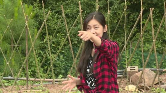 看韩国美女抓鸭子 笑死了