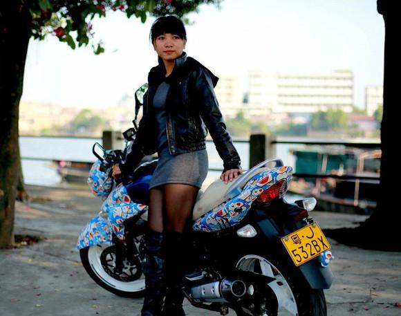 小叮叮一个想要潇洒人生用摩托车走遍中国的美女骑