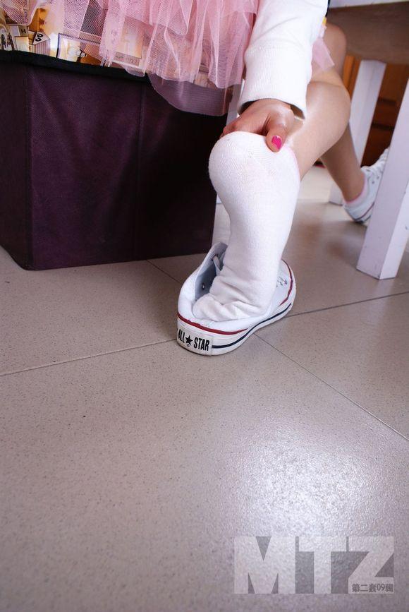 课桌女生:帆布鞋棉袜美脚系列