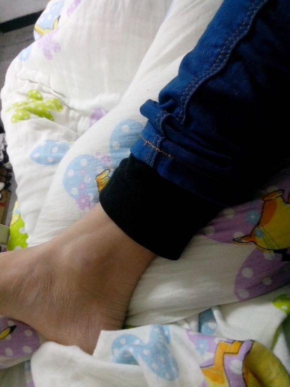 我反正是穿秋裤了汉子脚丑
