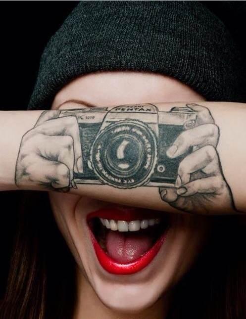 求有纹身的欧美女生图片