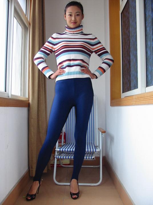 美女踩脚健美裤套图2