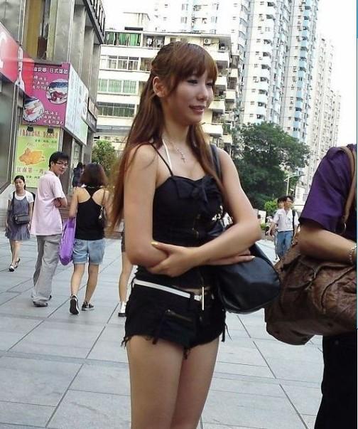 南风广场 短裤美女