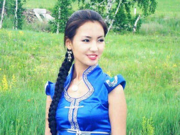 实拍蒙古国大街上的美女