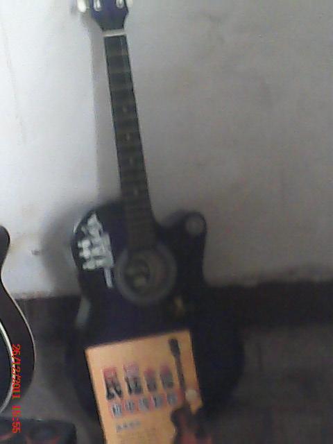 吉他出售.$600(赠送小低音炮全套,及一本入门教材.)可以无高清图片