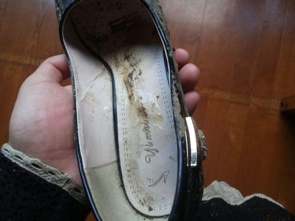这么脏的高跟鞋居然还有人把精液射在里面