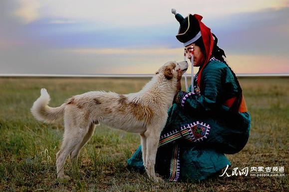 华美蒙古族服饰展现别样民族风图片