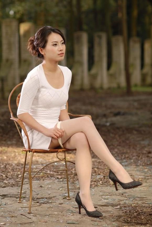 迎新春――发个气质美女换丝袜