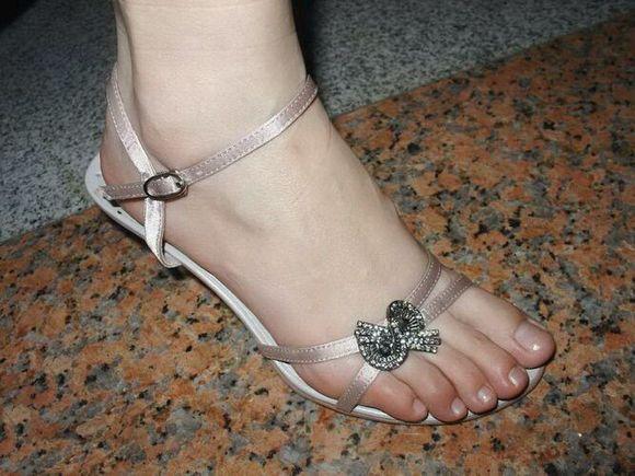 求p美女脚丫 把鞋子p掉