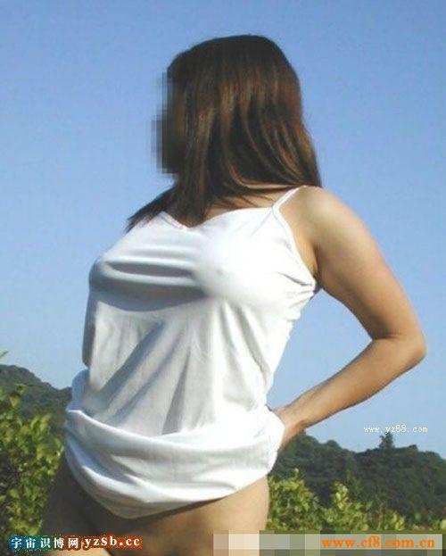 没穿内衣的真空美女凸而不露