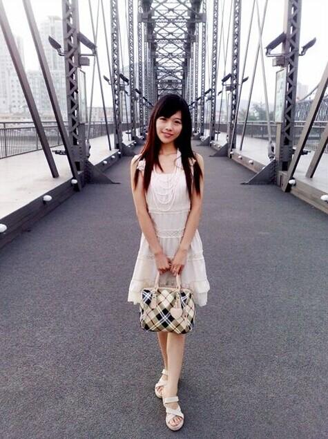 来丹东游玩的朝鲜美女