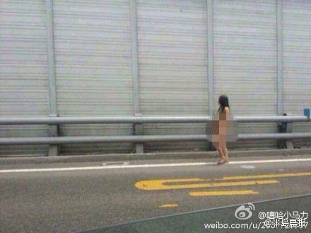 王先生见路边美女赤裸穿行