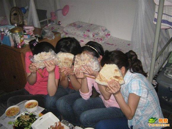 四大美女吃烧饼图