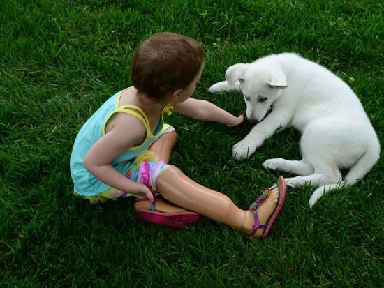 我们做朋友吧!截肢小女孩和小的故事