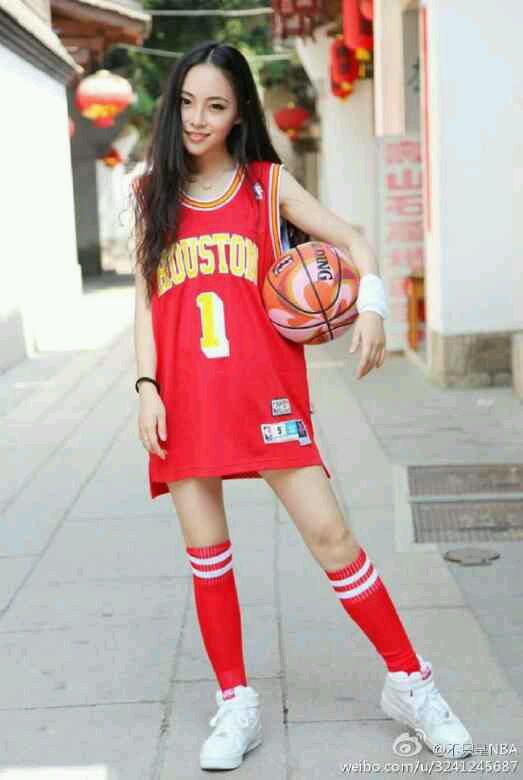 女生穿麦迪球衣穿詹姆斯球衣的女孩麦蒂球衣美女  竖