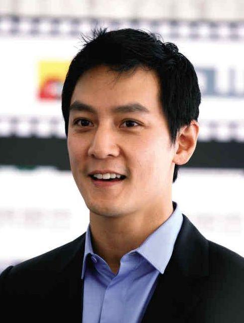香港明星谁最帅_求一香港男明星,不是老演员,双眼皮很深,有点像陈坤,脸有些方,个人
