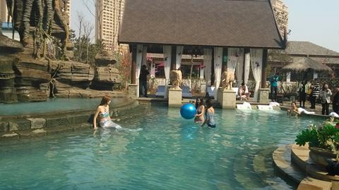 室内戏水乐园、室外温泉主题公园、彩食坊、瞰景高层与温泉度高清图片
