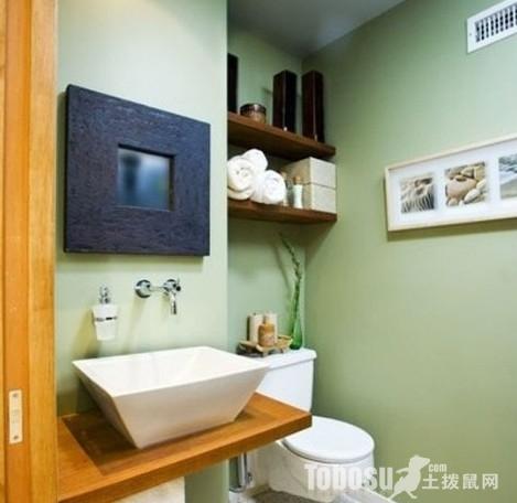 地面以石头花纹瓷砖铺垫,整个卫生间干净明艳.为了填补马桶高清图片