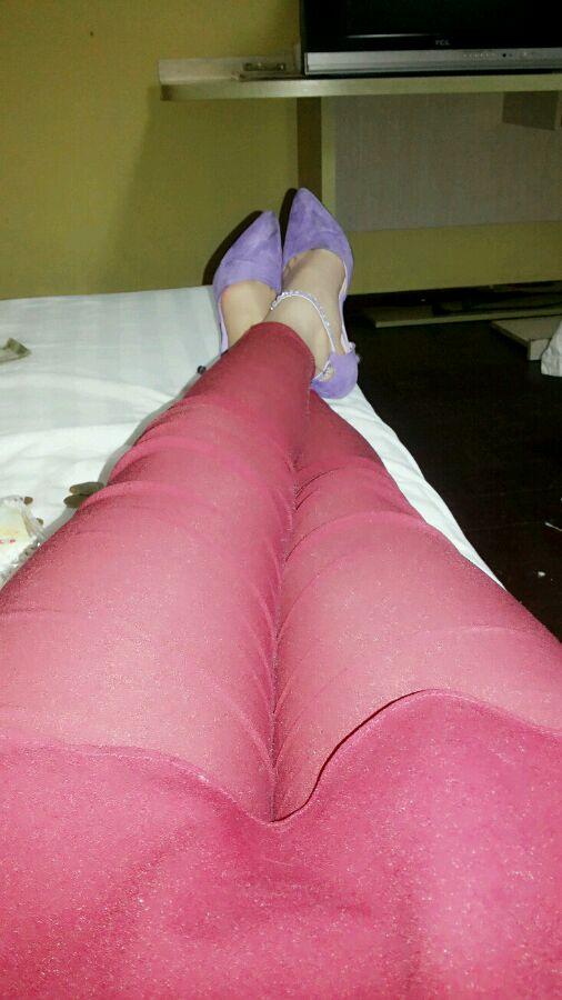 那个粉红色裤子的美女