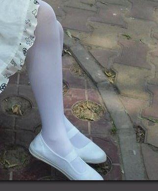 卖自己的白一带布鞋照片,鞋子袜子也可卖_恋帆布鞋吧_百度