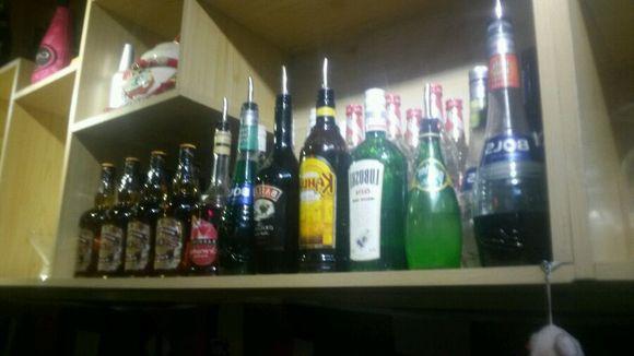 周末酒吧狂欢夜 老板求灌倒