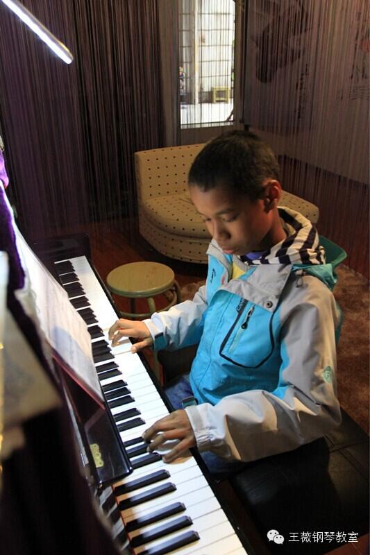 儿童学钢琴的好处_湖北吧图片
