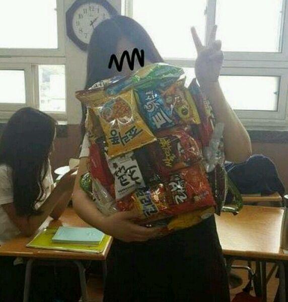 【鸡汁】吃货女生的零食背包图片