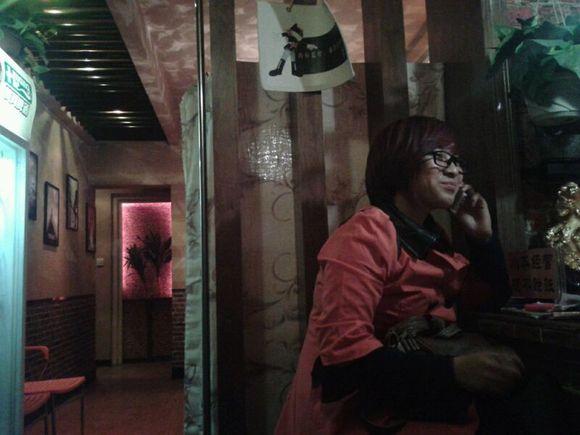 今晚第一个美女顾客 秦安吧