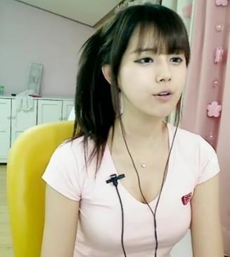 某视频直播网站的李由美