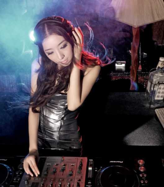性感美女dj candice酒吧夜店打碟现场视频