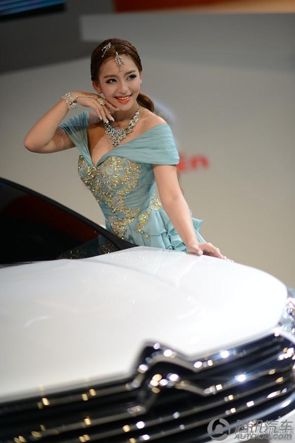 丁偷拍自拍_偷拍自拍 2011广州车展 中华展台韩国人气车模黄美熙