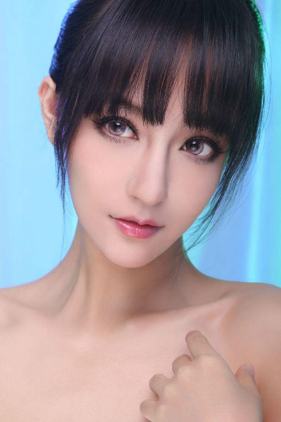 发现名模美女李晨曦 好像潘玮柏也有关注她哦