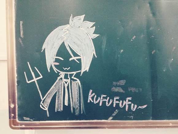【黑板】班里学雷锋的黑板报就被凤梨乱入了(99ω)图片