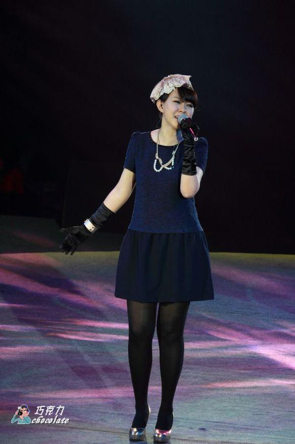 【贴图】卓依婷2013.12.29柳州客家缘跨年演唱会图片