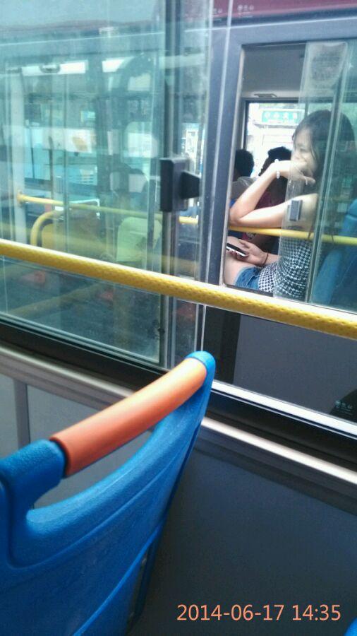 隔壁公交车上的美女 几分