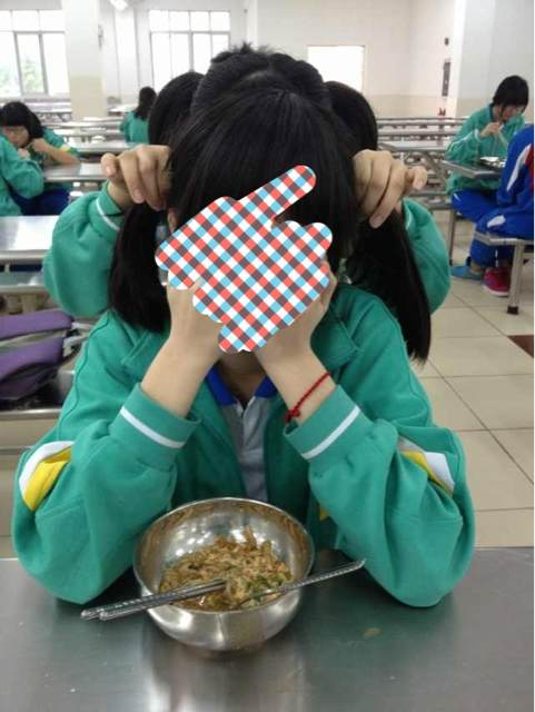 广二师的校服改裤腿的校服裤子图校服上画的简单 ...