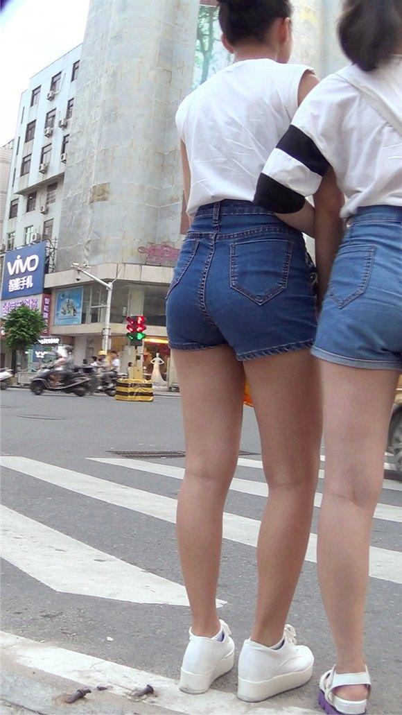 满翘臀热裤美女mm 竖