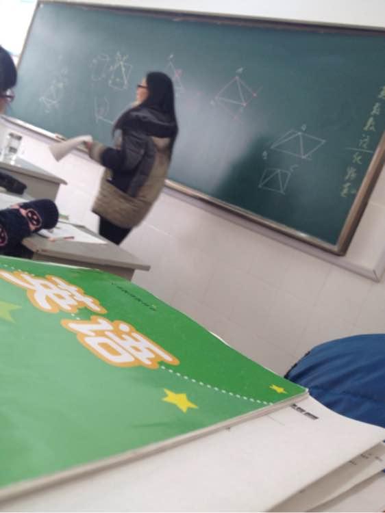 给你们直播美女数学老师讲课