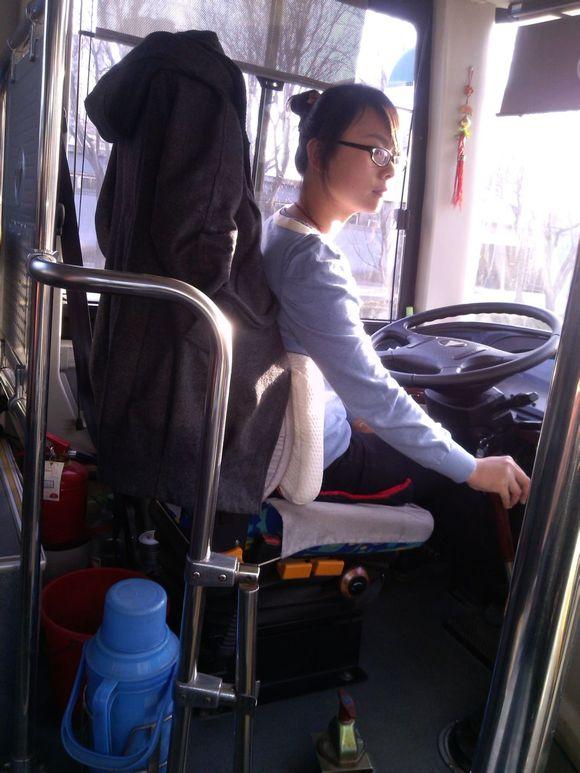 泰安的美女公交司机