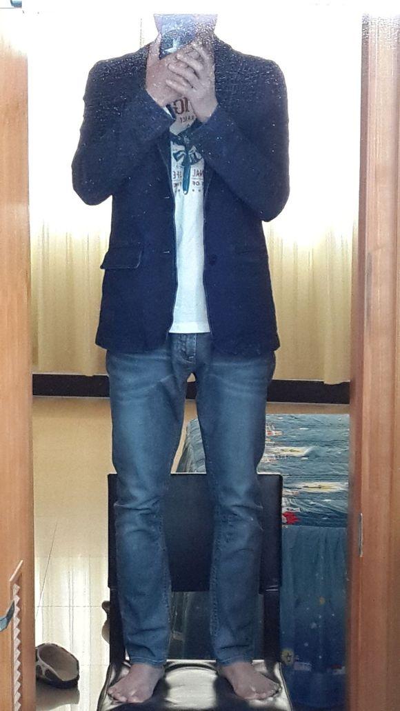 【求搭配】蓝色牛仔西装加浅蓝色休闲小直角牛仔裤(580x1030,76k)图片