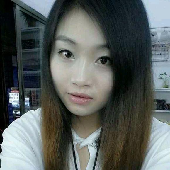 在深圳陪男人吸品的女人