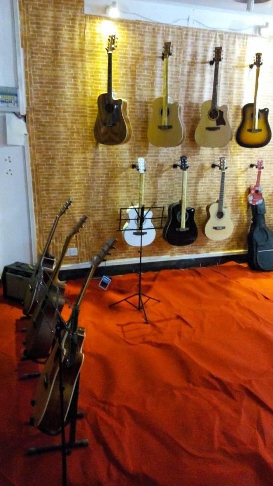 基本吉他弹唱技巧.和弦、节奏、歌声、基础乐理良好. ②要高清图片